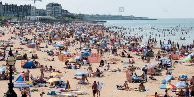 a-crowded-margate-beach-on-a-hot-summer-weekend-england